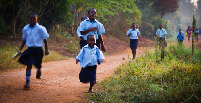 kids-running-to-school-2